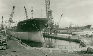 Esso Tyne in the Duke of Edinburgh Dry Dock in 1990
